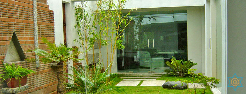 Granite stone carvings and sculptures from Auryaj for an elegant landscaped environment on the interior