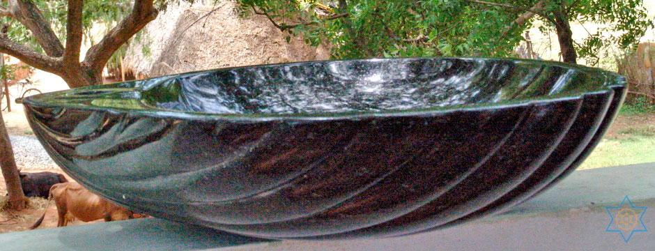 Auryaj granite stone carvings and sculptures of washbasins can be placed in gardens